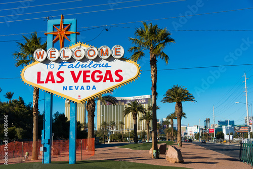 Foto op Aluminium Las Vegas Famous Las Vegas sign on bright sunny day