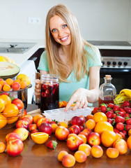 girl making  cocktail with fruits and ice