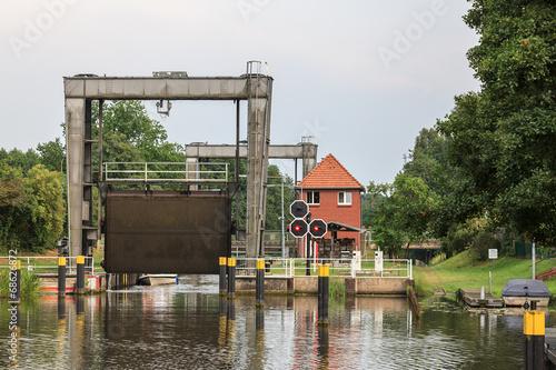 Deurstickers Kanaal Mirower Schleuse (Mecklenburg-Vorpommern)