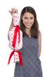 Valentinstag: Frau isoliert mit Geschenk plus rote Herzen