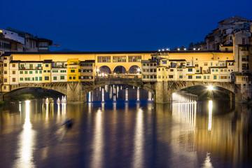 Firenze, Ponte Vecchio, ora blu