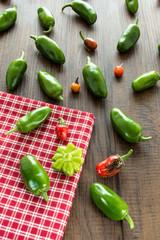 Scharfe Chili in rot und grün