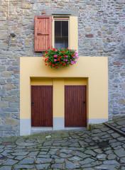 finestra con fiori