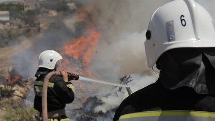 Big ignition in an open area, which boldly quenched firefighters