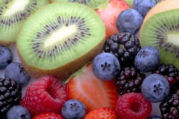 Kiwi,mirtilli,lamponi,more e fragole