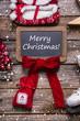Merry Christmas: Holzschild als Hintergrund weihnachtlich in rot