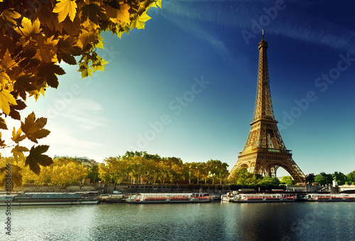 Papiers peints Paris Seine in Paris with Eiffel tower in autumn season