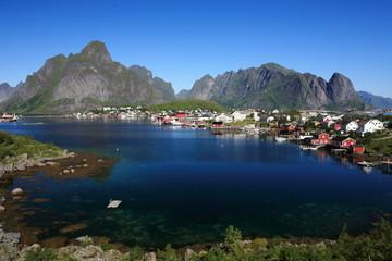 reine villaggio isole lofoten norvegia