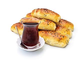 Gebäck mit Tee nach türkischer Art