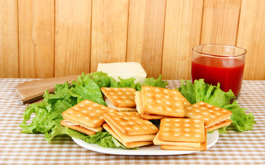 Sandwich crackers with cheese and tomato juice