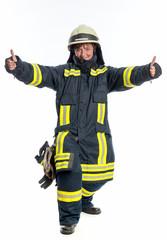 Feuerwehrfrau zeigt Daumenhoch