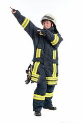 Feuerwehrfrau gibt Anweisungen