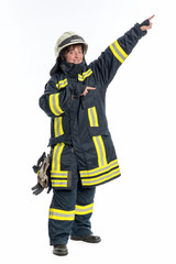 Feuerwehrfrau gibt Anweisung