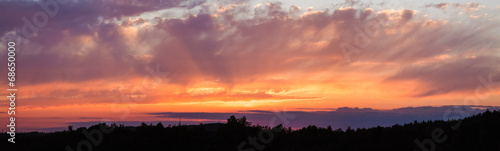 Aluminium Zonsondergang Panoramic photo of vibrant sunset