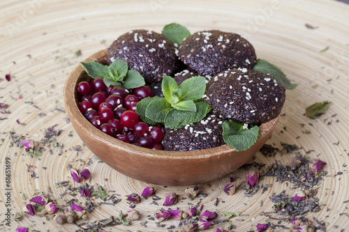 raw food cookies with cranberries, sesame seeds, apple and mint