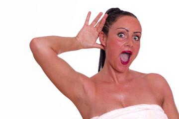 Frau ist überrascht über das was Sie hört