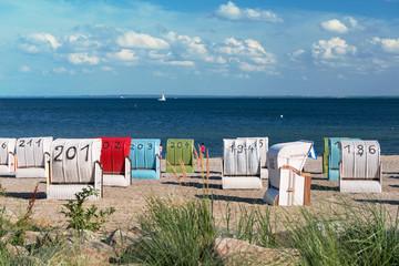 Strandkörbe am Meer 2280