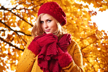 Beautiful woman in a park in autumn