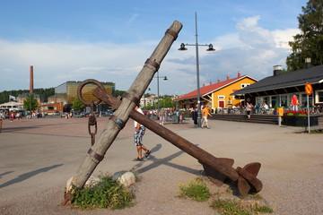 Ein alter Schiffsanker im Hafen von Lahti (Finnland)