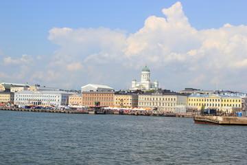 Der Südhafen von Helsinki mit der Skyline (Finnland)