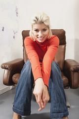 Junge Frau auf Stuhl,Porträt sitzt