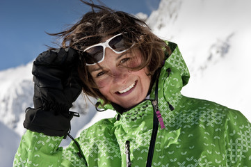 Österreich Frau im Skibekleidung lächelnd