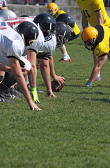american football players in line