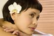 canvas print picture - Junge Frau entspannt im Wellness