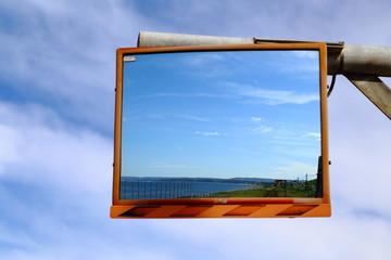 鏡に映るオホーツク海