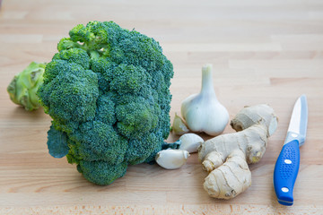 Broccoli with garlic and knife
