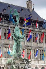 Brunnen vor dem Rathaus von Antwerpen
