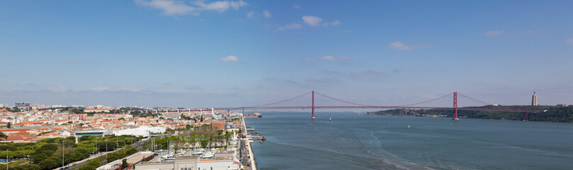 Lisbonne : pont du 25 avril depuis le Monument des Découvertes