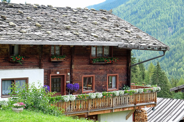 Bauernhof mit Schindeldach in Südtirol