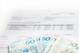 Waluta - pieniądze - faktura - finanse - 68680261