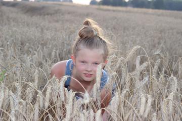 Wakacje dziewczyny na wsi