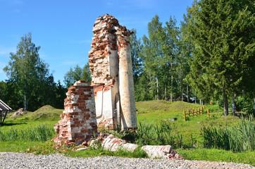 Руины храма Димитрия Солунского в Цибино, Вологодская область