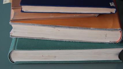 Alte Bücher wegnehmen