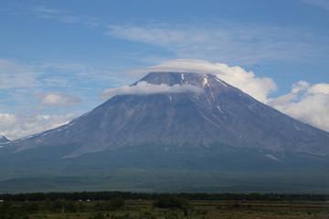 Облако на вулкане