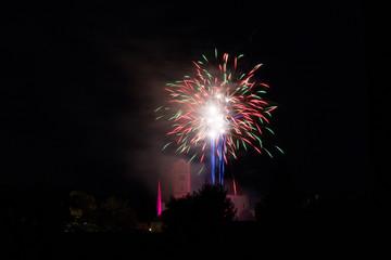 Feuerwerk über der Kirche