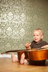 Kind macht Musik