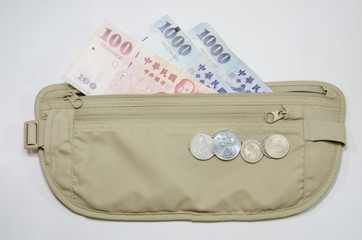 safety waist pouch for traveler and money