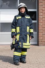 Junge Feuerwehrfrau