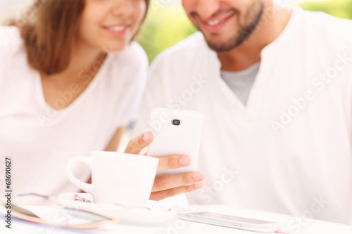 canvas print picture Young couple and smartphone