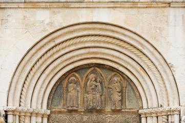 Portal mit Heiliger Maria in Zadar