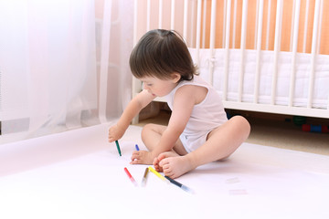 baby painting with felt-pens