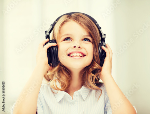 canvas print picture little girl with headphones at home