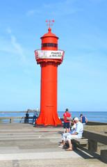 le phare rouge au bout de la jetée NO de Boulogne sur Mer