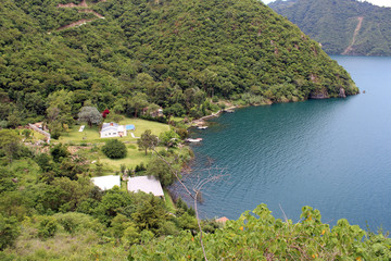 Rivera del Lago de Atitlan