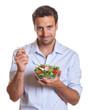Junger Mann macht Diät