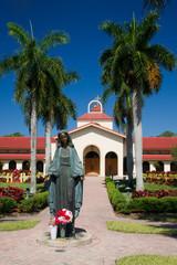 Maria Statue vor einer Kirche in Fort Myers